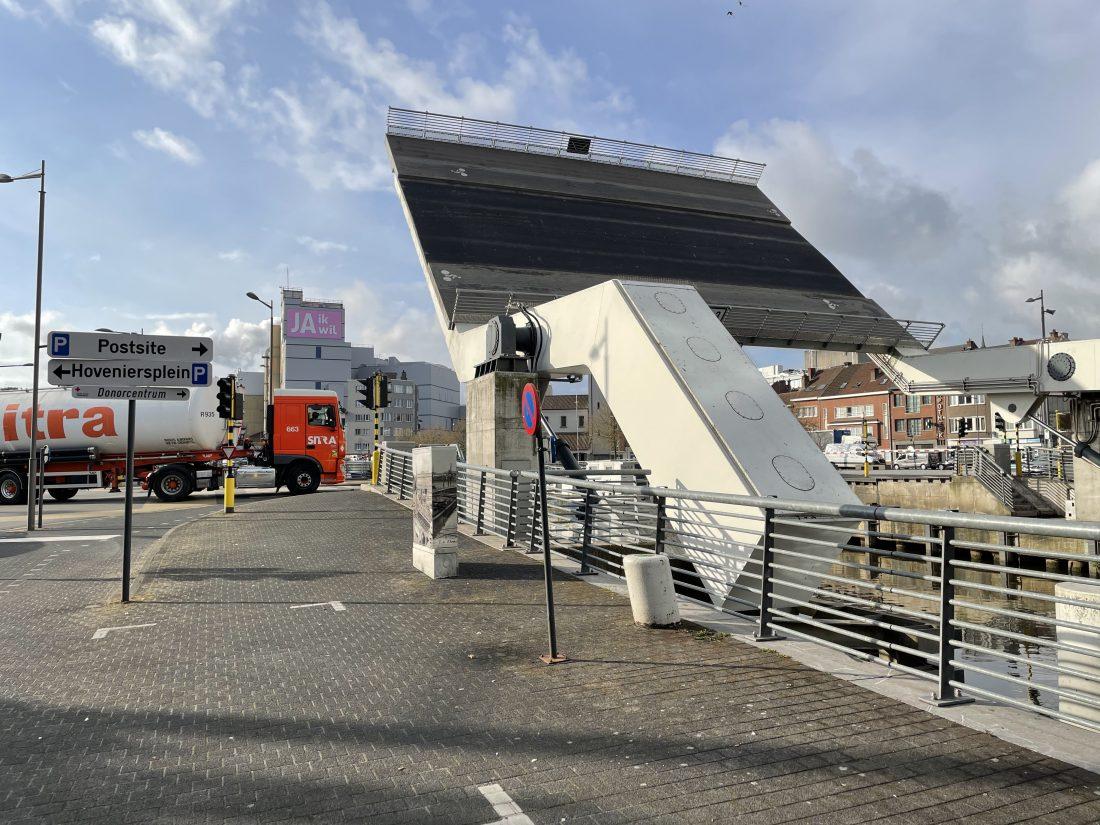 Oversteek Dender verstoord: Sint-Annabrug en Zwarte Hoekbrug tijdlang dicht